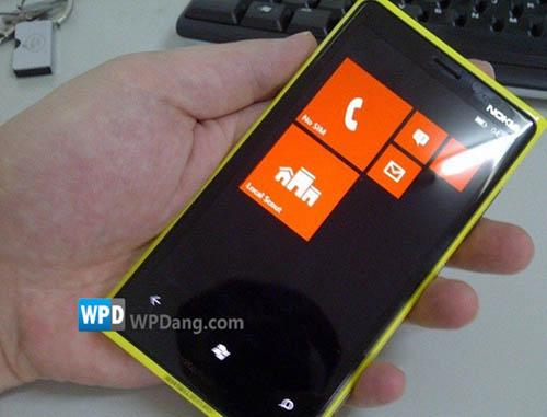 Lumia-900-prototype_1.jpg