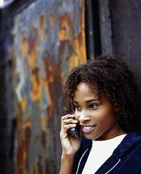 девушка с мобильником
